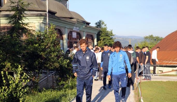 Fenerbahçeli futbolcular bayram namazında