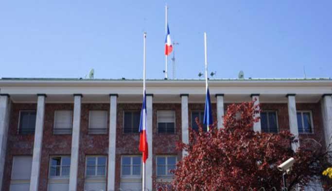 Fransa elçiliği ve konsolosluğu kapatıldı