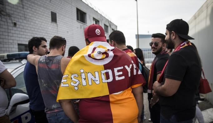 Galatasaray kafilesi İsviçre'ye geldi