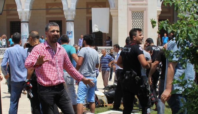 Sahte canlı bomba camide izdihama yol açtı