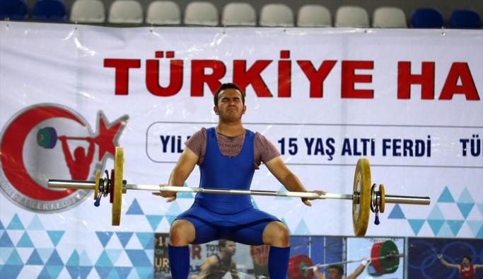 Tolga Bakıcı halterde iki Türkiye rekoru kırdı
