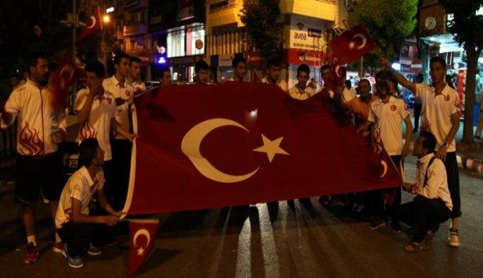 Hokey Milli Takım sporcuları 'demokrasi nöbeti'nde