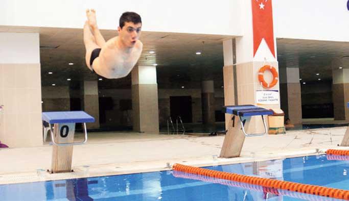 İki kolu olmayan sporcu Rio'ya azimle hazırlanıyor