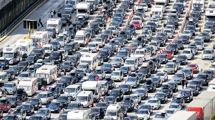 İngiltere ve Fransa arasında araç kuyruğu