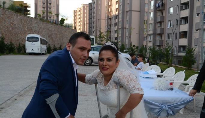 İnternette tanışan engelli çift evlendi