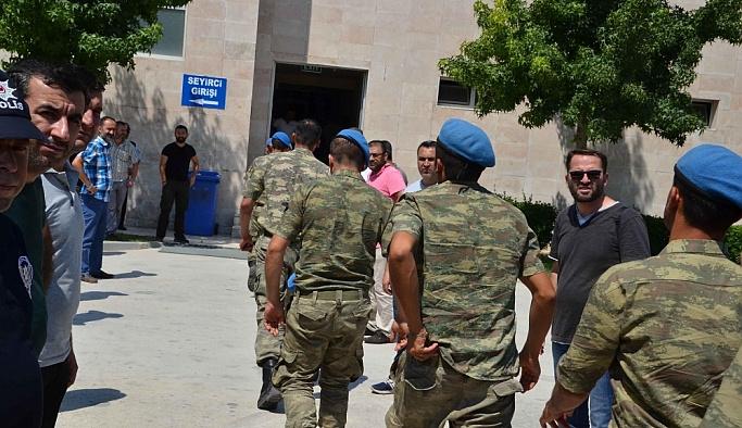 İzmir Foçada gözaltına alınan 96 asker serbest bırakıldı