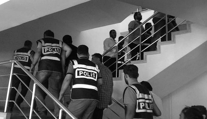 Kayseri'de 32 emniyet mensubu tutuklandı