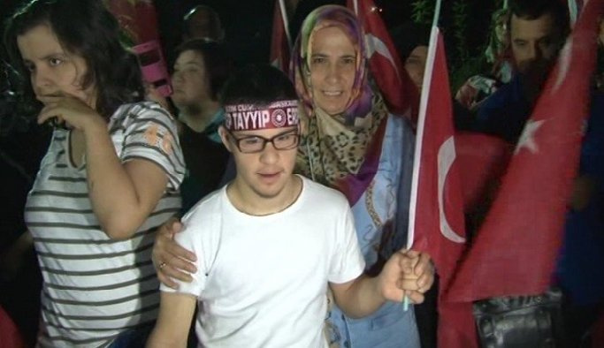 Kırklareli'nde 'demokrasi nöbetine' engelli öğrenciler de katıldı