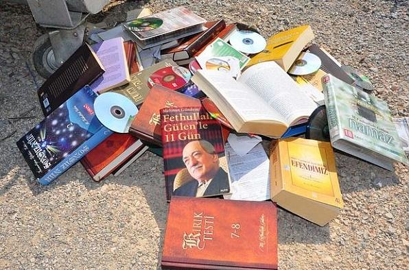 Kırşehir'de FETÖ'ye ait 6 bin 78 kitaba el kondu