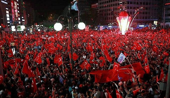 Kızılay'daki demokrasi nöbeti sürüyor