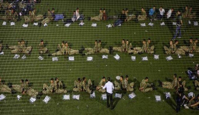 Muhafız Alayı'nda görevli askerlerden 29'u adliyeye getirildi