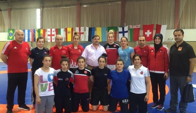 Olimpik kadın güreşçiler, İspanya'da kampa girdi