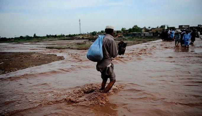 Pakistan'da muson yağmurları 30 can aldı