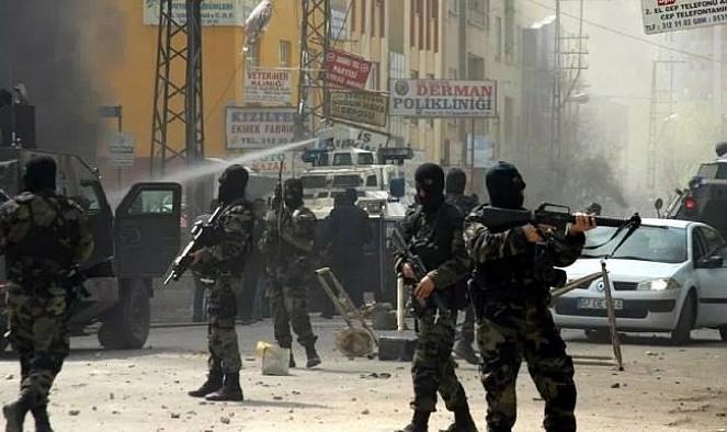 PKK'ya operasyonda askeri üniforma ele geçirildi