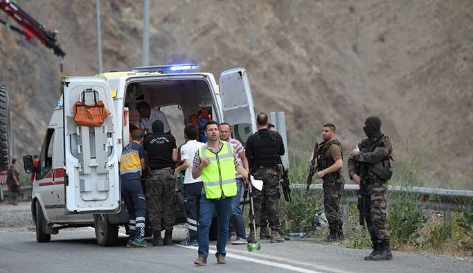 Polis aracı devrildi: 7 yaralı