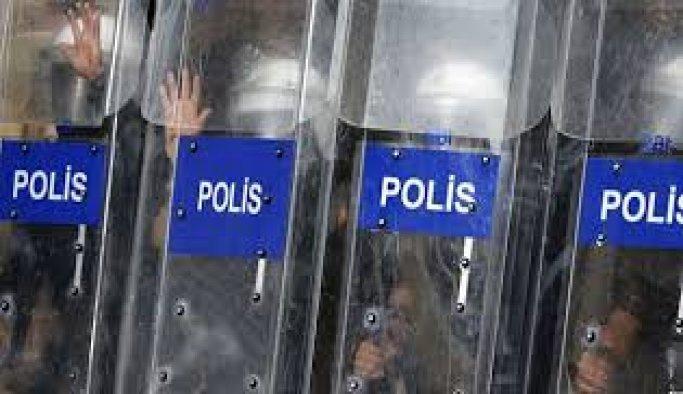 Polisi, darbecilerin kurşunundan cep telefonu kurtardı