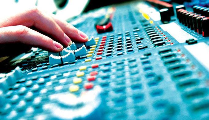 RTÜK, FETÖ'nün bütün radyo ve TV lisanslarını iptal etti