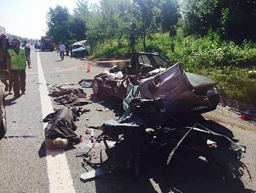 Sakarya'da düğün dönüşü trafik kazası: 2 ölü