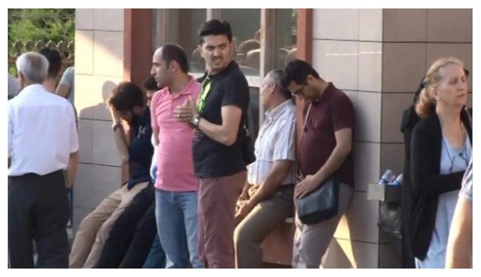 Şehit yakınlarının Adli Tıp önünde bekleyişi sürüyor