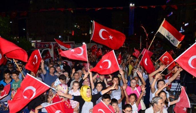 Siirt'te 'demokrasi nöbeti' devam ediyor