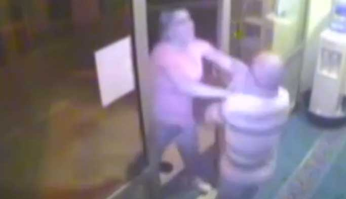 Sela okuyan müezzine saldıran kişi tutuklandı