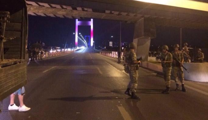 Boğaziçi Köprüsü Askerlerce Kapatıldı