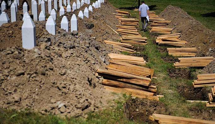 Bosna'da kurşuna dizilen 200 kurban anıldı
