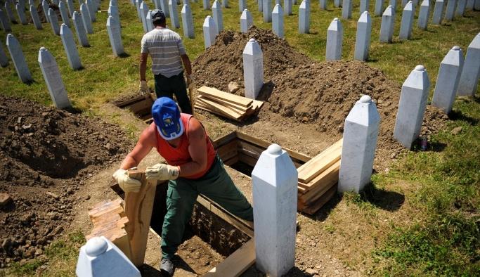 Srebrenitsa kurbanlarının mezarları hazır