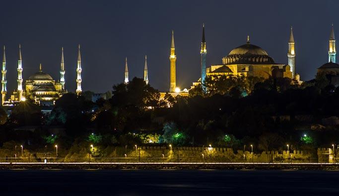 Sultanahmet Camii sergi salonu, Ayasofya ise caz kulübü olacaktı
