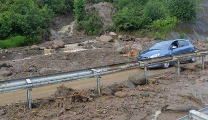 Trabzon ve Kayseri'de sel: İki kişi öldü