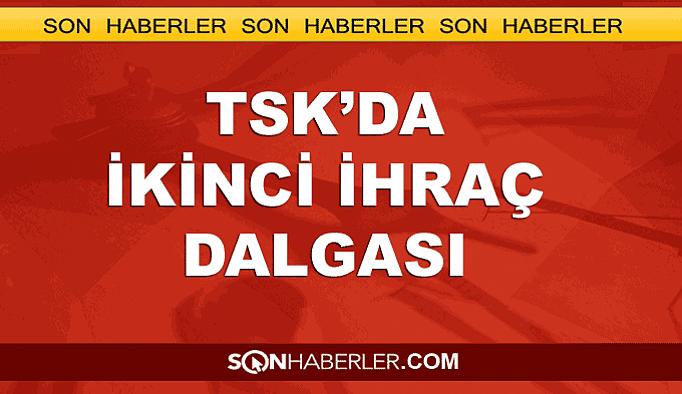TSK'dan bin 389 asker daha ihraç edildi