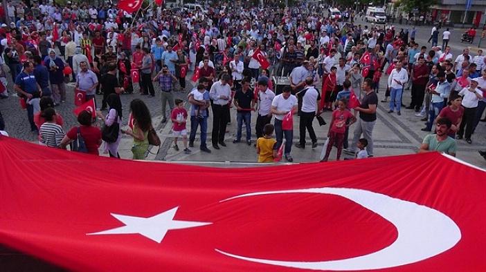 TSK ve Emniyet görevlileri darbe girişimini protesto etti