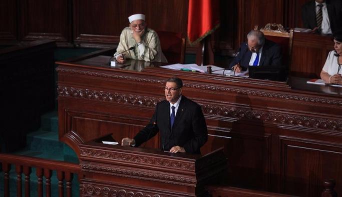 Tunus'ta Sıyd hükümeti güven oyu alamadı