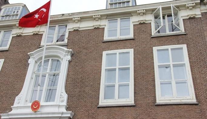 Türkiye'nin Atina Büyükelçiliği binasına boya atıldı