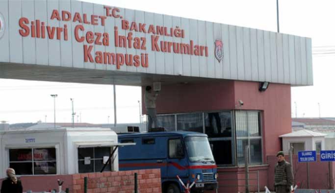 Tutuklu subaylardan biri intihar etti