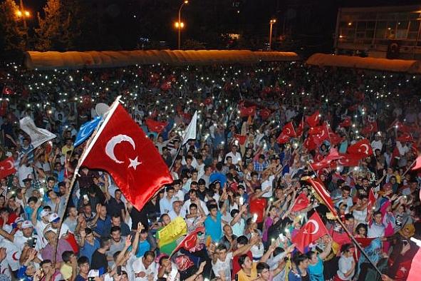 Uşak'ta darbe girişimi protesto edildi