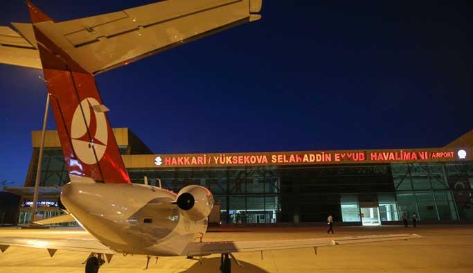 Yüksekova'ya 11 ay sonra ilk kez uçak indi