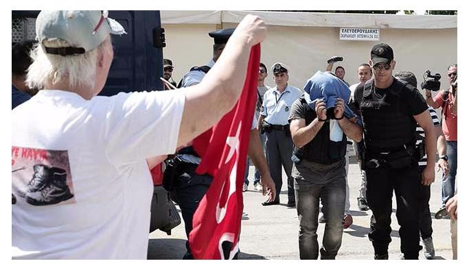 Yunan yargısından darbecilere ikişer ay hapis