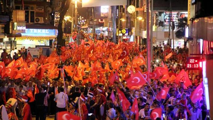 Zonguldak'ta 'Demokrasi nöbeti' devam ediyor