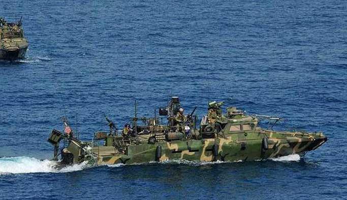 ABD Savaş gemisi İran gemisine ateş açtı