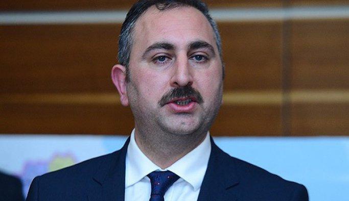 Abdülhamit Gül: 'Darbeciler milletin dik duruşu karşısında eğildi'