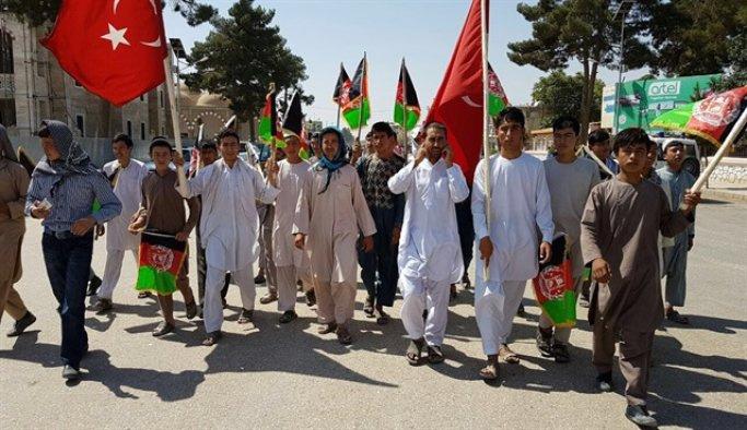 Afganistan'da demokrasi şehitleri için dua edildi