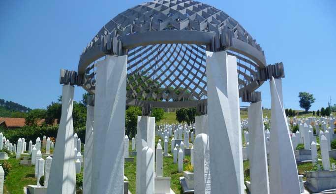 Aliya ölüm yıldönümünde mezarı başında anıldı