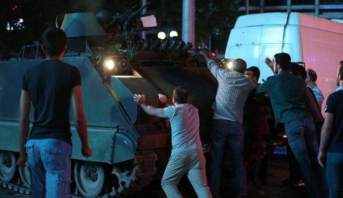 Ankara'da darbe girişimi gecesi 146 şehit verdik