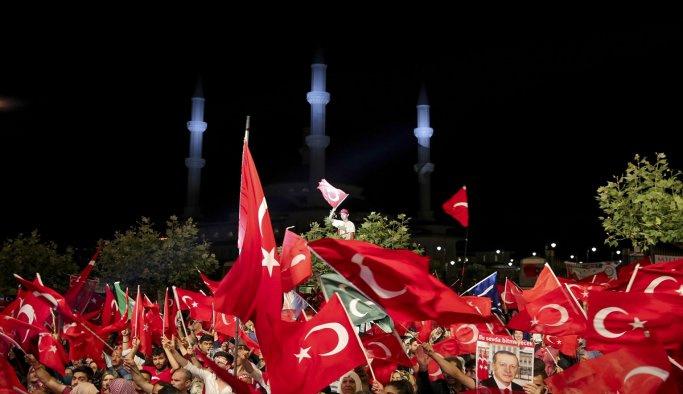 Ankara demokrasi nöbetine devam ediyor