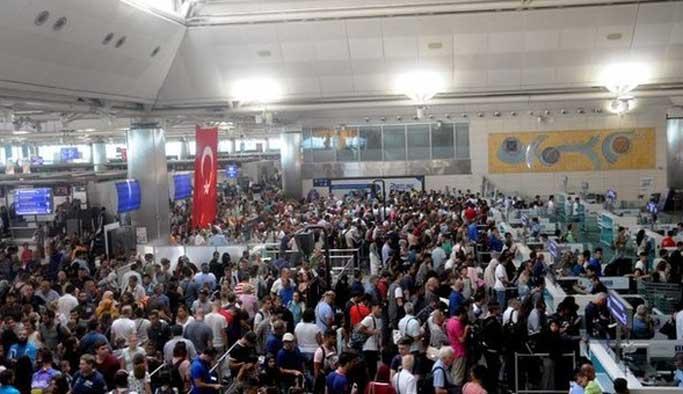 Atatürk Havalimanı'nda böyle kuyruk görülmedi