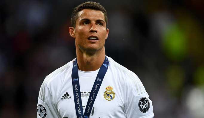 Avrupa'da yılın futbolcu Ronaldo seçildi