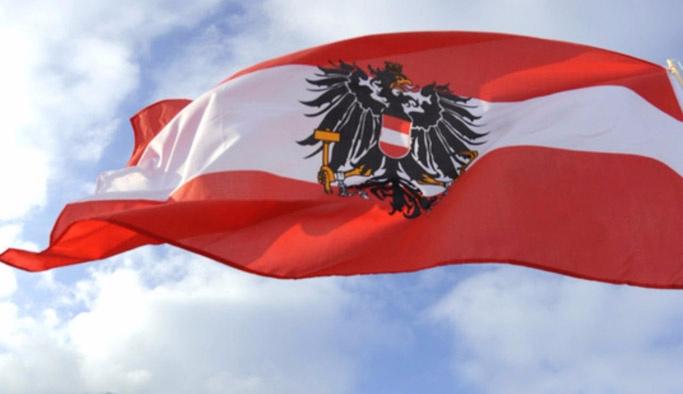 """Avusturya'da """"İslamlaşma"""" karşıtı eylem"""
