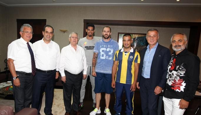Aziz Yıldırım'dan olimpik sporculara tebrik