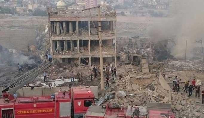 Bomba yüklü kamyon belediyenin çıktı